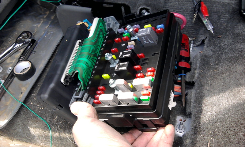 chevy tahoe fuse box diagram with Showthread on 96 Mitsubishi Eclipse Fuse Box as well Equinox Car Starter Wiring Diagram furthermore 2009 Chevy Silverado Fuse Box additionally 2003 Chevy Silverado Bose Wiring Diagram besides What Is The Correct Factory Wiring For A Suburban 1998 Battery Alternator.